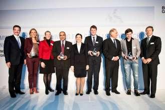 BMW Group Auszeichnung für gesellschaftliches Engagement ihrer Mitarbeiter 2013: Milagros Caiña-Andree, Personalvorstand der BMW AG, mit Preisträgern und Laudatoren. (11/2013)