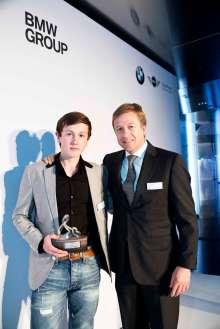 BMW Group Auszeichnung für gesellschaftliches Engagement ihrer Mitarbeiter 2013: Preisträger Floran Valbert und Laudator Oliver Zipse (11/2013)