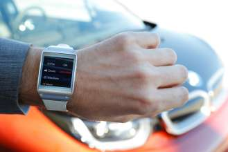 Samsung Galaxy Gear with BMW i Remote App functions (01/2014)