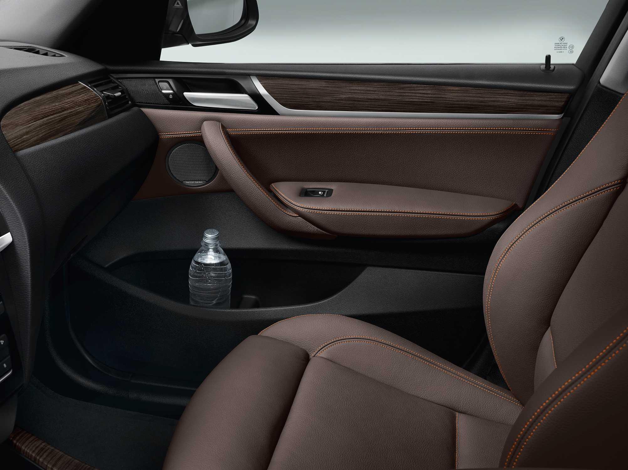 Der neue BMW X3 - Innenraum, Leder Nevada Mokka - Interieurleiste ...