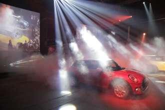 """""""New Original Event"""", Festa di pre-lancio della Nuova MINI a livello Nazionale - Roma - Reveal della Nuova MINI Cooper Blazing Red (02/2014)"""