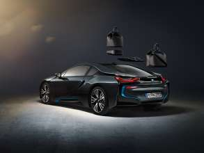 The tailor-made Louis Vuitton luggage set for the BMW i8 made from carbon fibre. (02/2014)