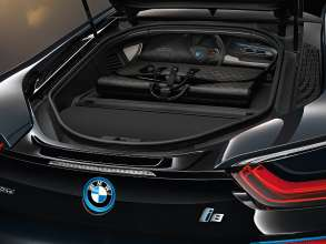 "The tailor-made ""Garment Bag i8"" made from carbon fibre on the rear parcel shelf of the BMW i8. (02/2014)"