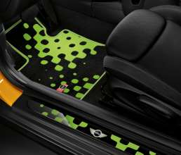 Textile floor mat Vivid Green und LED-doorsill-finishers Vivid Green. (03/2014)