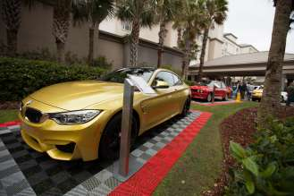 BMW M4 and BMW M3 pose in front of the Ritz Carlton Hotel. (03/2014)