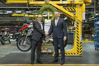 BMW plant Berlin manufactures 500,000th BMW GS motorcycle with boxer engine. From Left: Dr. Marc Sielemann, Head of Production BMW Motorrad and Stephan Schaller, President BMW Motorrad. (03/2014)