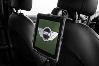 The new MINI Countryman with Travel & Comfort System holder for Apple iPad (accessory). (04/2014)