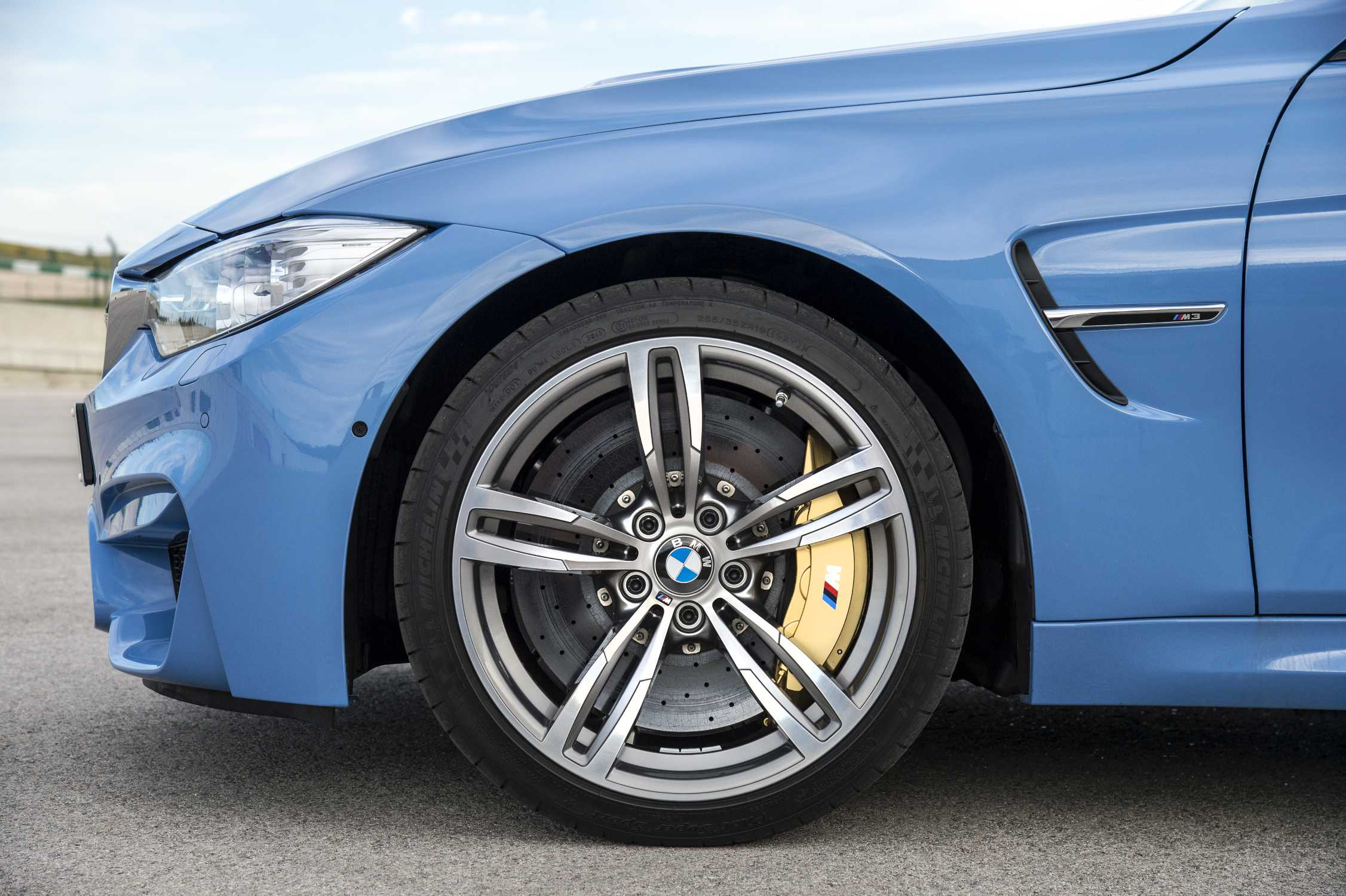 The new BMW M3 Limousine with 19 Light Alloy Wheel Double