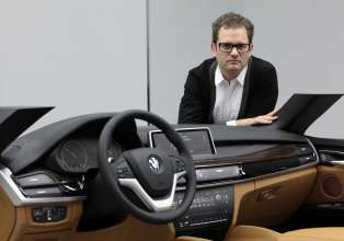 BMW X6 interior designer Ulrich Stroehle with the clay model of the interior (06/14).