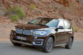 The BMW X5 will be one of the 80 BMW vehicles featured during BMW's Ultimate Driving Experience, a nationwide tour will offer driving enthusiasts a dynamic, hands-on experience including exciting behind the wheel driving programs for teens and adults with access to BMW's Professional Driving Instructors and Performance School Curriculum. The Ultimate Driving Experience consists of eight events in seven markets, running from June through November, 2014. (06/2014)