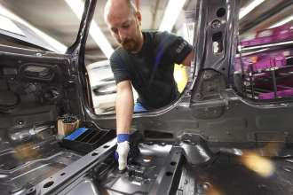 BMW Group's Munich plant: Customized assembly support from the 3D printer (Industry 4.0) (06/2014)