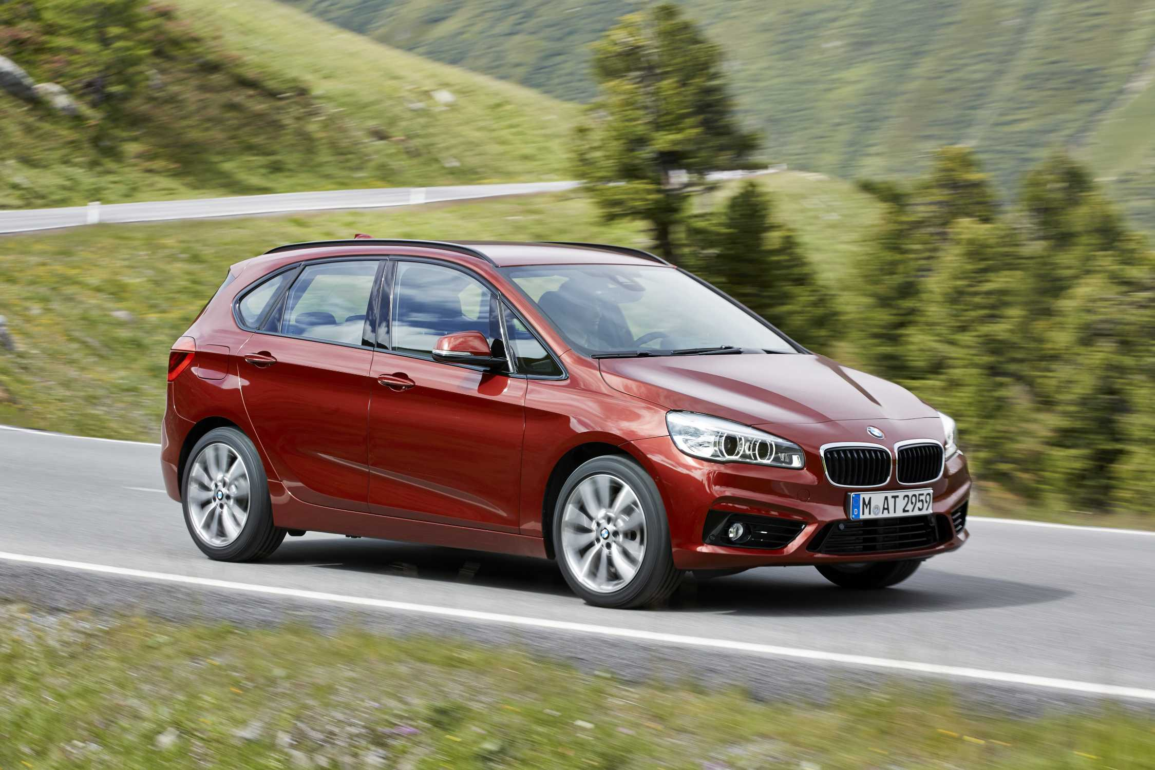 the new bmw 218 d active tourer 07 2014. Black Bedroom Furniture Sets. Home Design Ideas
