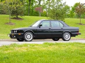 The original 1988 BMW M5 (USA). (08/2014)