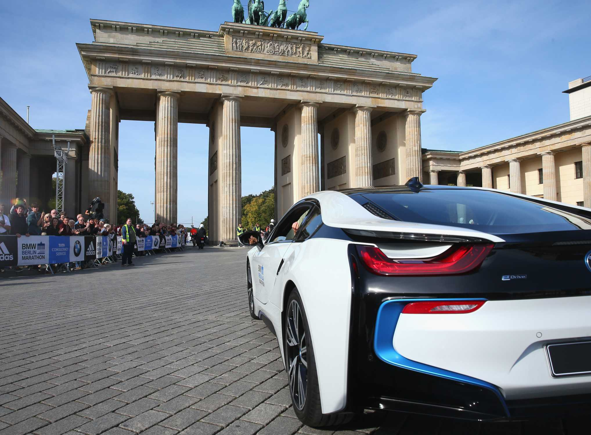 28th september 2014 41th bmw berlin marathon bmw sportbotschafterin katarina witt bmw i8. Black Bedroom Furniture Sets. Home Design Ideas