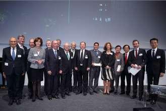 Jury und Preisträger des Leibinger Innovationspreises für Lasertechnologie  (Dr. Helmut Erdl 2ter von rechts, Dr. Abdelmalek Hanafi 6ter von rechts, Prof. Dr. Berthold Leibinger, dritter von links) (09/2014).
