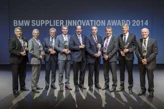 Dr.-Ing. Klaus Draeger, Mitglied des Vorstands der BMW AG, Einkauf und Lieferantennetzwerk (Mitte), mit den Siegern des BMW Supplier Innovation Awards (10/2014).