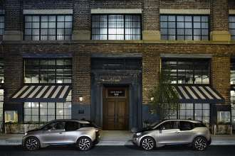 2 BMW i3 in front of Soho House Chicago (10/2014)
