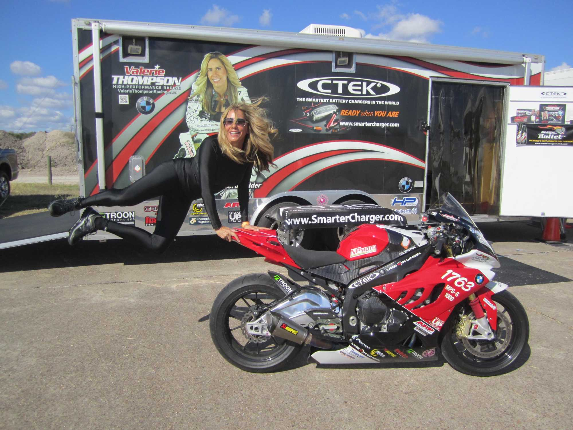 Valerie Thompson Pilots Bmw S 1000 Rr To New Personal Best Top Speed With 217 Mph Run At Texas Mile Speed Festival