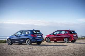 Der neue BMW 220d xDrive Active Tourer und der neue BMW 225i xDrive Active Tourer (11/2014).