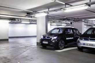 BMW Remote Valet Parking, CES 2015. (12/2014)