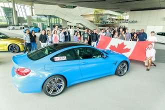 Auslieferung von BMW M3 Limousinen und BMW M4 Coupés an eine Gruppe von Kanadiern im Juni 2014 in der BMW Welt in München (06/2014).