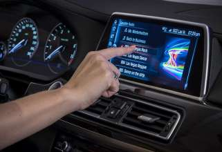 iDrive Controller with touchscreen control and non-contact gesture recognition (01/2015)