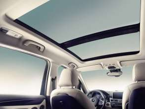The new BMW 2 Series Gran Tourer, Glass sunroof(02/2015)