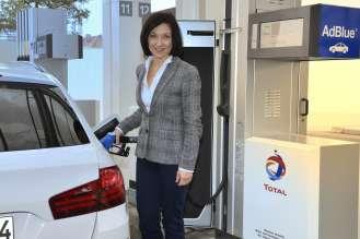 Parlamentarische Staatssekretärin beim Bundesminister für Verkehr, Katherina Reiche beim Startschuss zum gemeinsamen Feldtest von TOTAL und der BMW Group zur AdBlue® Technologie. (01/2015)