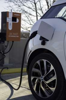 The BMW i3 charges quickly using DC Fast Chargers as part of the recently announced express charging corridors, a partnership between ChargePoint, BMW and Volkswagen. The initiative, designed to add up to 100 fast charging locations along the East and West Coasts, will help meet the large and growing demand for convenient, publicly available electric vehicle fast chargers and support the adoption of electric vehicles in the U.S. (01/2015 - Anders Krusberg/Newscast Creative)