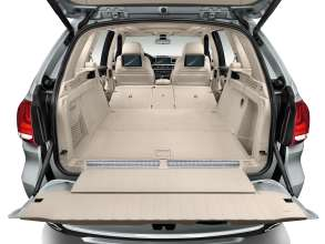 The new BMW X5 xDrive40e. Luggage compartment.