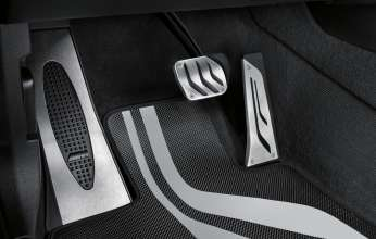 BMW X6 M with BMW M Performance Parts: floor mat and pedal cover in stainless steel. (01/2015)