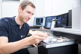 BMW Werk Steyr, Qualitaetspruefung Elektronenmikroskop (01/215)