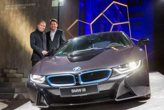 Adventurer Bertrand Piccard (l.) and Dr. Carsten Breitfeld, Head of vehicle Program BMW i8 (02/2015).