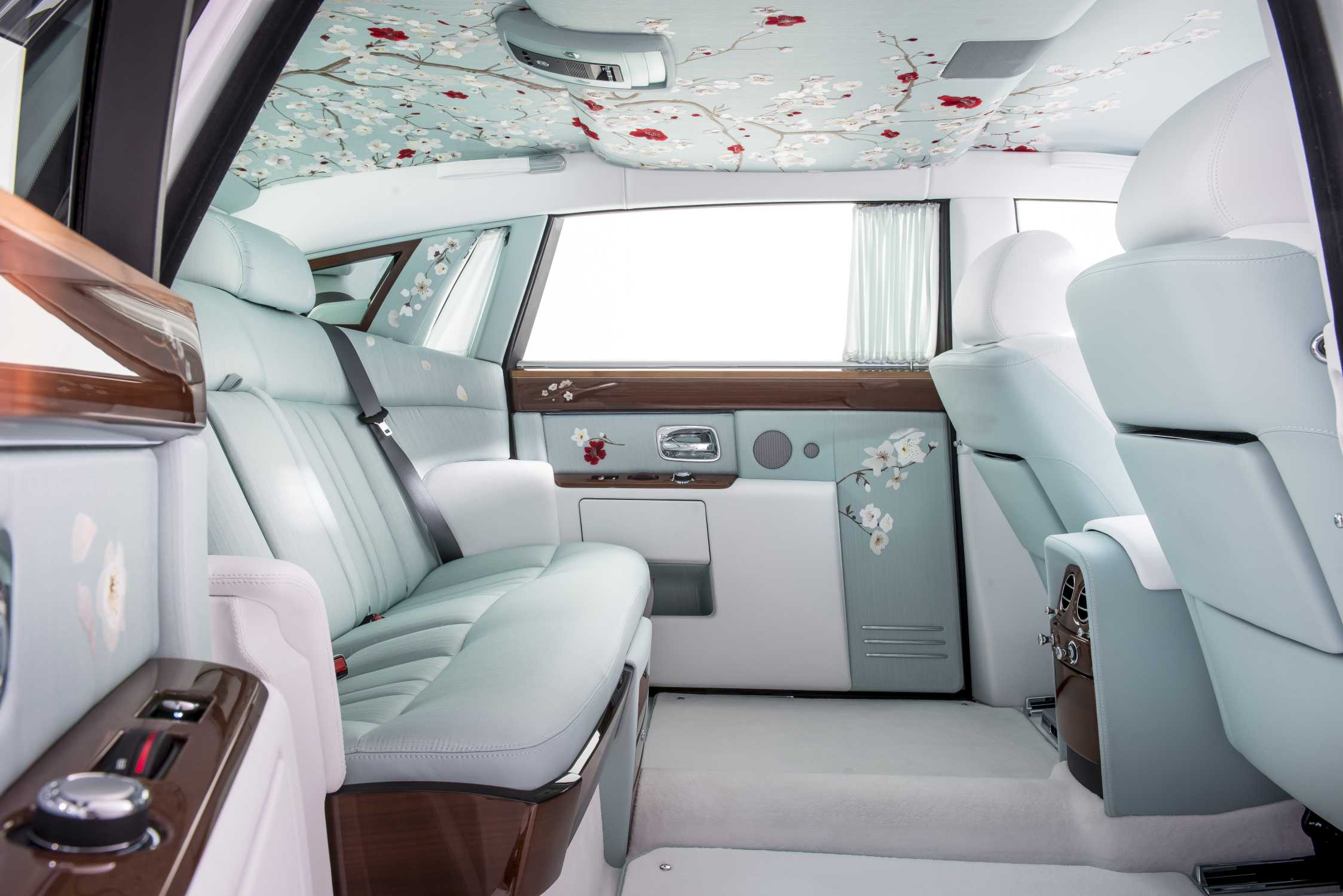 rolls royce phantom 2015 interior. rollsroyce motor cars brings serenity to the 2015 geneva international show rolls royce phantom interior r
