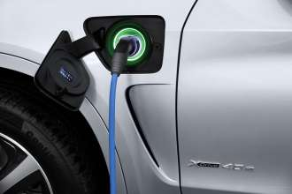 The new BMW X5 xDrive40e. Charging status: Charged.
