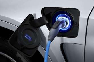 The new BMW X5 xDrive40e. Charging status: charging in progress (03/2015).