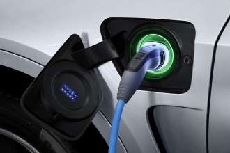 The new BMW X5 xDrive40e. Charging status: charged (03/2015).