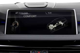 The new BMW X5 xDrive40e. Display: COMFORT Mode (03/2015).