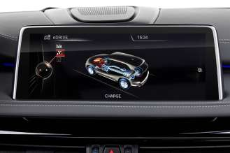 The new BMW X5 xDrive40e. Display: Recharging through engine (03/2015).