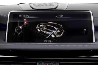 The new BMW X5 xDrive40e. Display: Charging (03/2015).