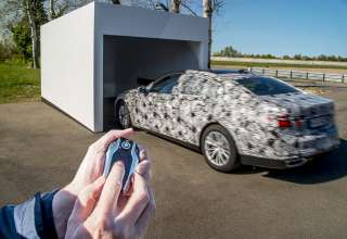 PreDrive BMW 7 Series camouflaged - Remote control parking (04/2015).