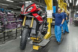Start of Production of the new S 1000 XR at the BMW Plant Berlin – Finish (04/2015).