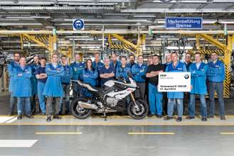 Start of Production of the new S 1000 XR at the BMW Plant Berlin – Project Team BMW Plant Berlin (04/2105).