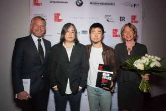 Dr. Thomas Girst (Leiter BMW Group Kulturengagement), Yang Fudong (Künstler und Jurymitglied), Hu Wei (Preisträger Künstler bis 25 Jahre) und Ingvild Goetz (Sammlerin und Jurymitglied) (04/2015)