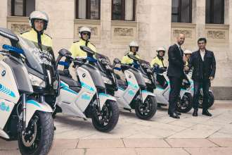 Cagliari, 28 April 2015. Delivery of electric scooters to the authorities of the city of Cagliari. Left to right, Stefano Ronzoni, Director of BMW Motorrad Italia, and Massimo Zedda, Mayor of Cagliari (04/2015).
