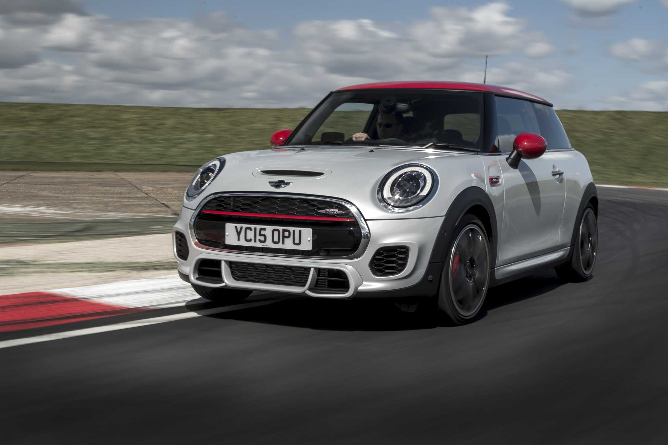 mini john cooper works hatch f56 2 0 231 hp autpmatic. Black Bedroom Furniture Sets. Home Design Ideas