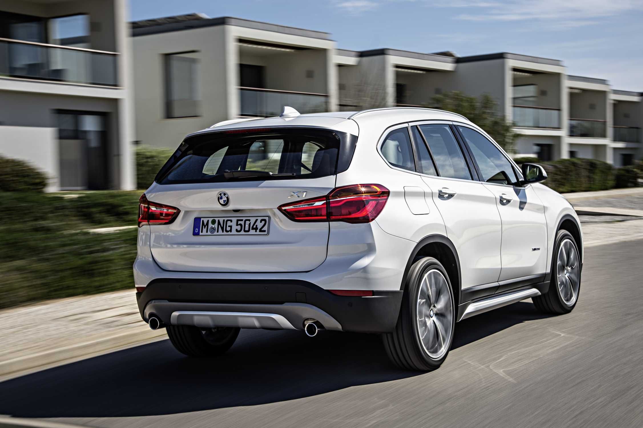 the new bmw x1 bmw x1 xdrive20d xline mineral white. Black Bedroom Furniture Sets. Home Design Ideas