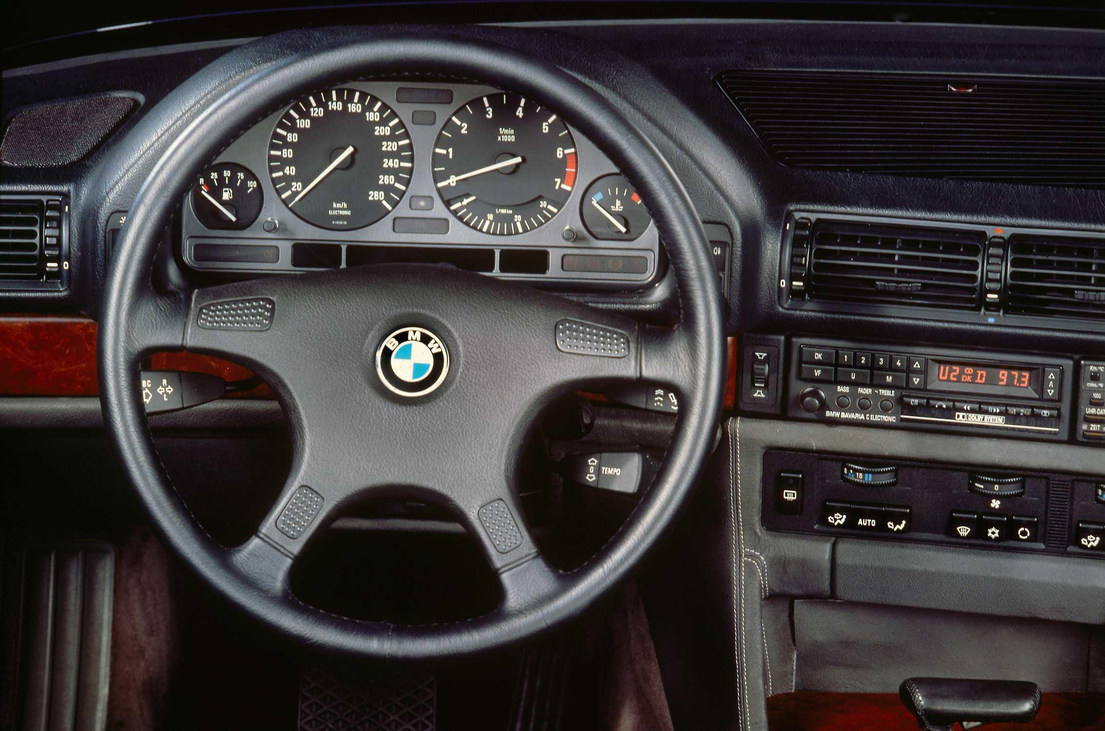 Bmw 750i 2015 >> BMW 750iL cockpit - second generation BMW 7 Series, E32 (06/2015).