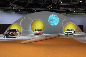 Die BMW Art Cars von Jeff Koons, Andy Warhol und Roy Lichtenstein in der Sonderausstellung zu den BMW Art Cars am Concorso d'Eleganza-Wochenende. (c) BMW AG Foto: Christian Kain (05/2015)
