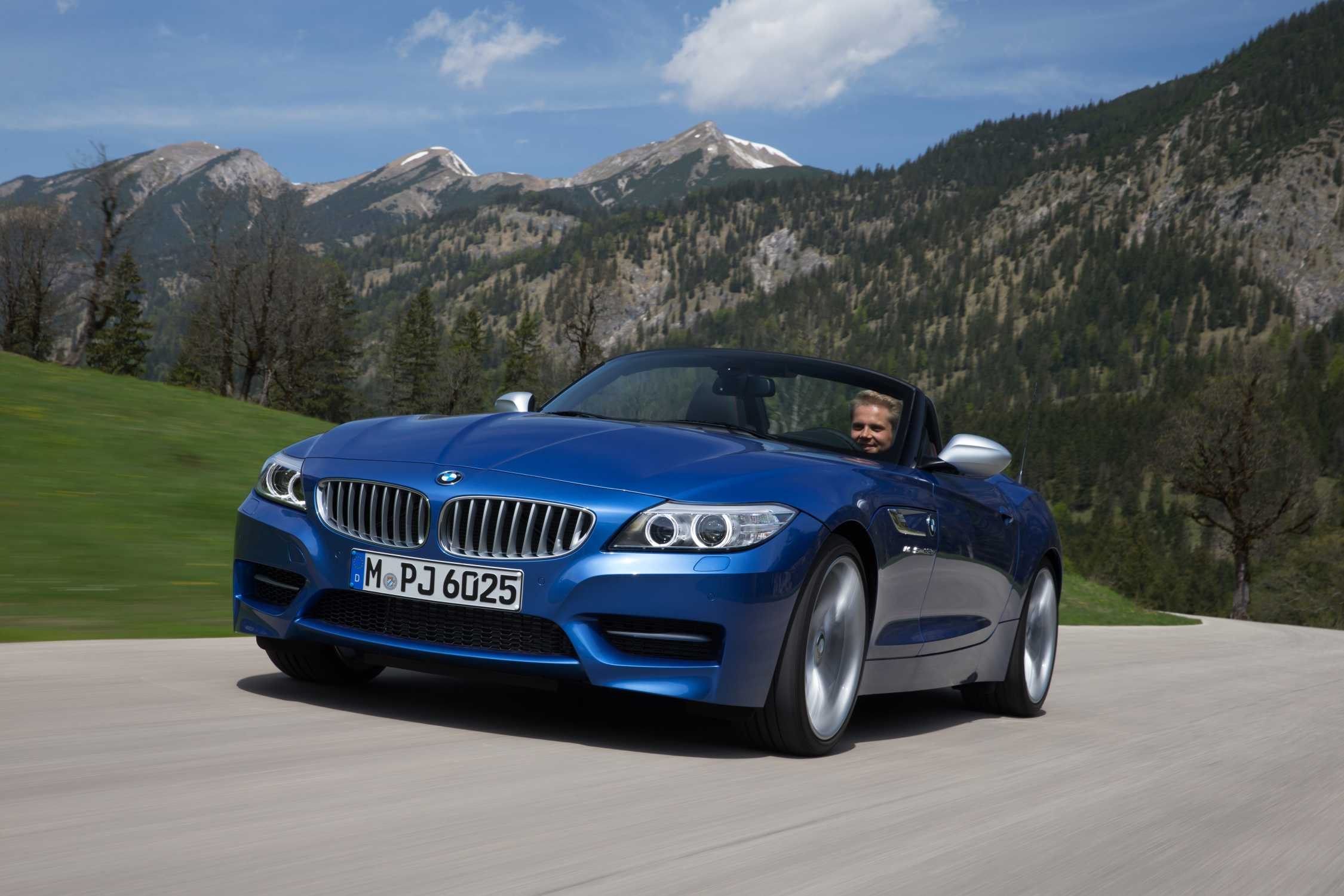 The New Bmw Z4 In Estoril Blue Metallic Additional Pictures